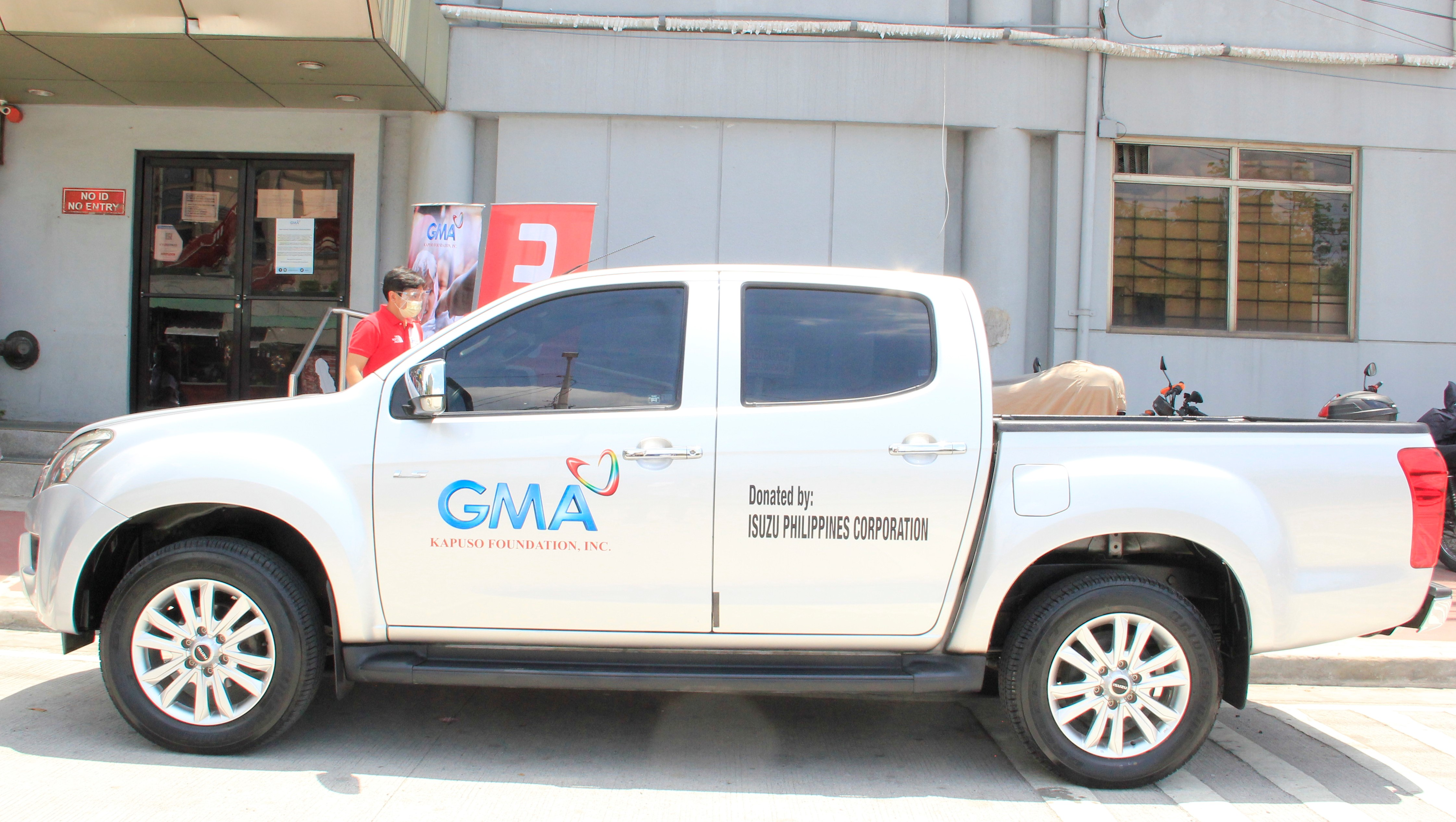 ISUZU PHILIPPINES SUPPORTS GMA KAPUSO FOUNDATION IN FIGHT AGAINST COVID-19 image
